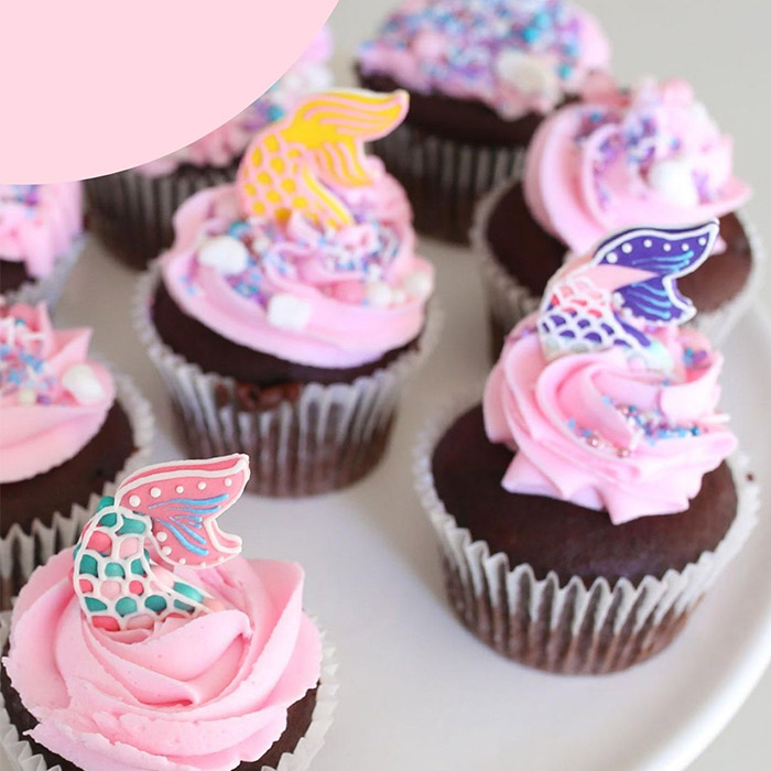 cupcakes decorated with mermaid tails